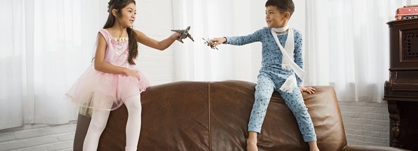 Как да почистим и да се грижим за кожен диван