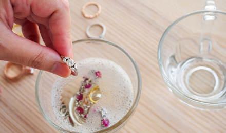 Arany és ezüst ékszerek tisztítása otthon