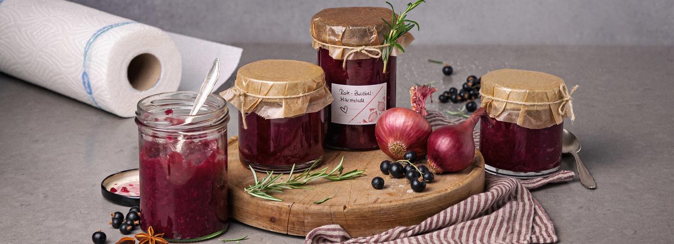 Feurig süße Rote Zwiebel-Marmelade mit Cassis: Perfekt zu Käse oder Wildgerichten