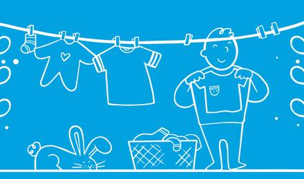Ένα εικονογραφημένο αγόρι απλώνει τα ρούχα ως παράδειγμα για δουλειές για τα παιδιά