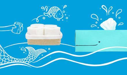 Toaletní papír  a zásobník na toaletní papír ve tvaru modré velryby s namalovanou mořskou pannou