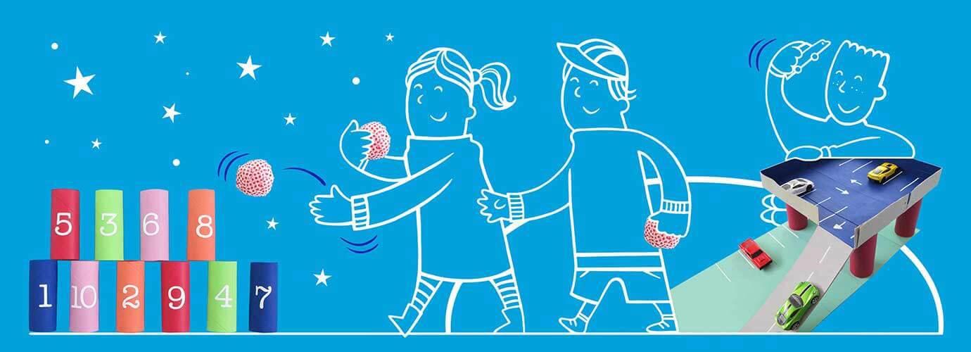 Illustrierte Kinder spielen Spiele für Kinder ab 4 aus angemalten Papprollen