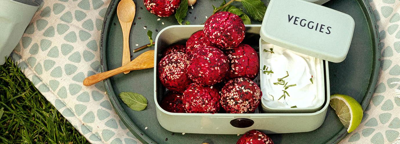 Pink-Sesam-Falafel Rezept: Mit frischer Rote Bete, muss man probiert haben!