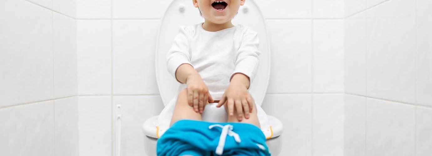 Дете седи и да научите как да се изсера