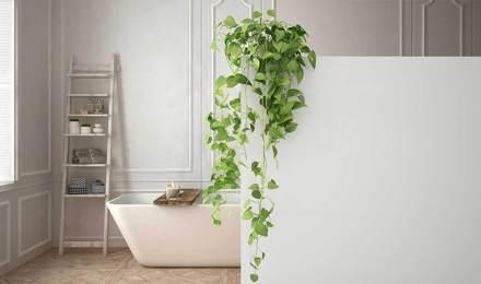 Всички бяла стилна баня минималистичен дизайн