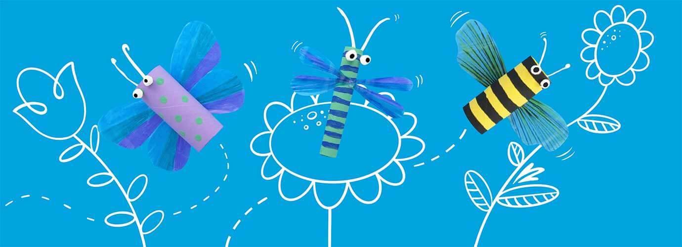 Aus Plastik gebastelte Insekten vor einem illustrierten Hintergrund mit Blumen
