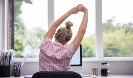 Πέντε ασκήσεις για σωστή στάση σώματος που μπορείτε να κάνετε στο σπίτι