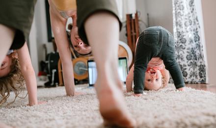 Lustiges Tier-Yoga für Kinder