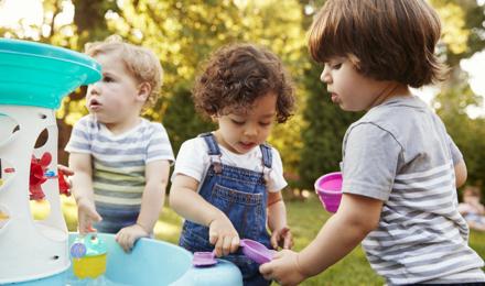 5 Ideen für Wasserspiele mit Kindern